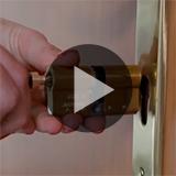 Vidéo : Comment changer un cylindre de serrure